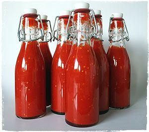 Sriracha Soße, benannt nach einer am Meer gelegenen Stadt in Thailand. Hier unsere Homage an die beliebte Soeß