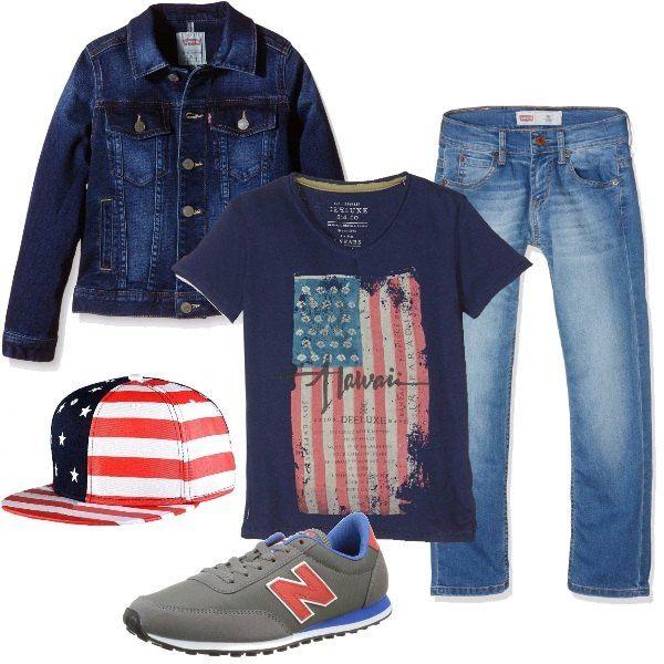Un paio di jeans vengono proposti con una t-shirt con stampa, da indossare con un giubbotto in denim. Le scarpe sono delle sneakers basse e per completare, si consiglia un cappellino con la bandiera americana.