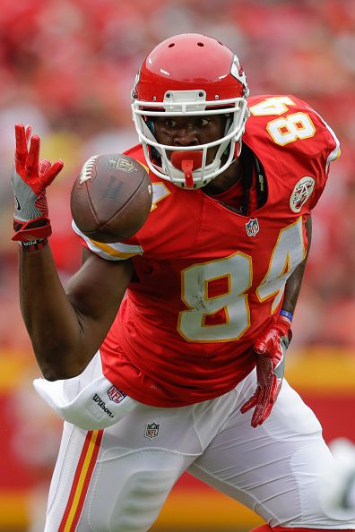 Tight end Demetrius Harris of the Kansas City Chiefs focuses on a bobbled ball for a reception against the New York Jets at Arrowhead Stadium during...