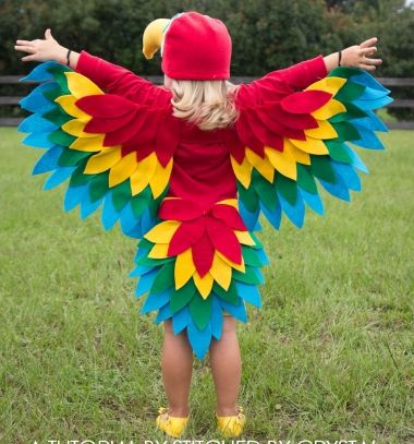 Sewing costumes, you can really let your imagination go crazy and create something over the top, sometimes the crazier the better! Make this quick and easy parrot costume that would be great for Halloween, but are also fun for any day dress up play. The best in it:  it can be any type of bird! You can make an owl,a chicken, an eagle or anything that you want just alternate the colors and the beak.