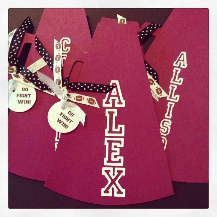 Cheerleading locker decorations. This would be fun to make and a great way for team bonding! :)