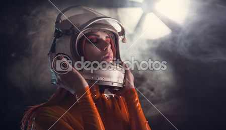 portret dziewczyny astronauta w kasku — Obraz stockowy #26829365