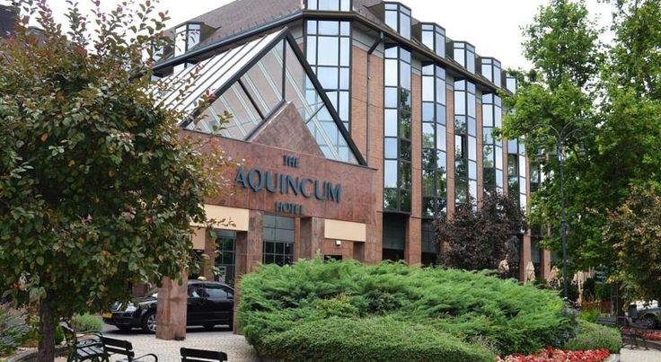 €61 The Aquincum Hotel Budapest ligt aan de oever van de Donau aan de Boeda-zijde van de Arpad-brug, uitkijkend op het Margaretha-eiland.