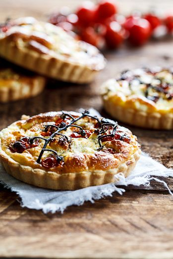 Slow-roasted tomato and goat's cheese quiche - look delicious and would be a great picnic food!