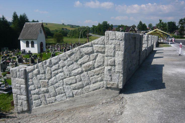 Murki i ogrodzenia kamienne.  Zobaczcie nasze realizacje na www.hanwil.pl biuro@hanwil.pl tel: 667 083 023