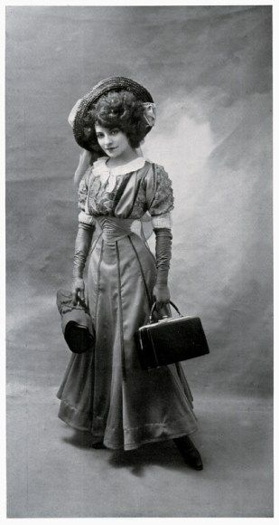 La Sorcière corsets: Beauties of the nineteenth and twentieth centuries with their corsets ---Polaire