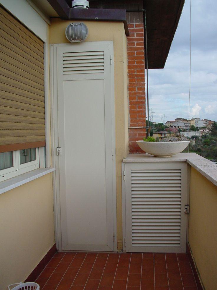 armadio da balcone con pannello i bachelite e ventilazione