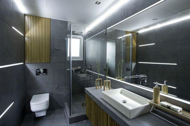 granitfliesen großer spiegel badschrank holzelemente led-leuchten, Innedesign