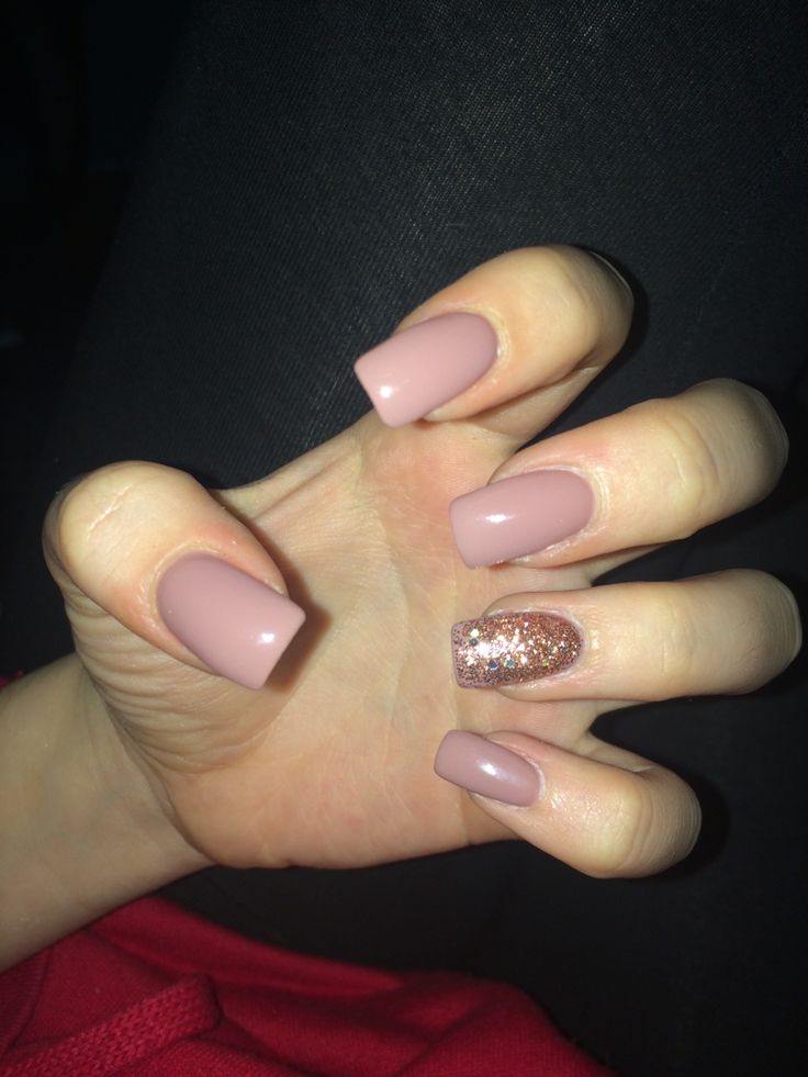 Natural acrylic nails with glitter