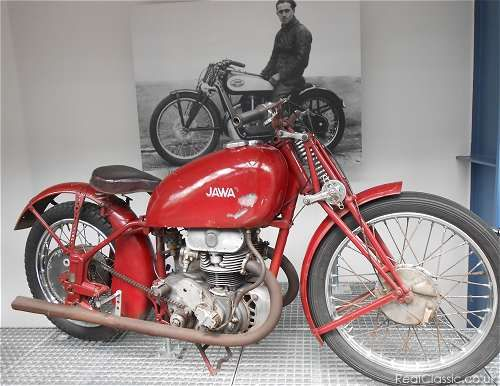 Not over-restored...----Jawa 1939 DOHC 350 factory racer