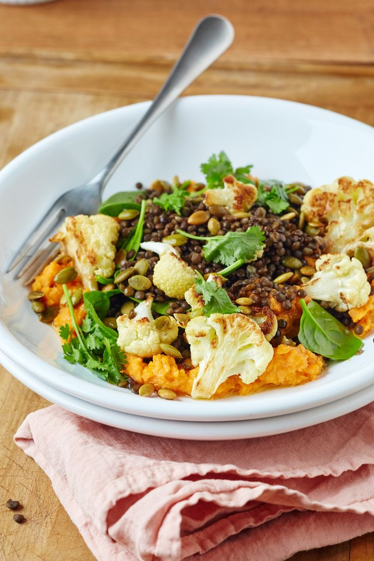 Recipe: Roasted Cauliflower & Lentil Bowl with Sweet Potato Hummus. Roasted cauliflower, lentils, and a spectacular sweet potato hummus. This just gets better and better! Lunch Recipes, Dinner Recipes, Healthy Recipes, Dinner Ideas, Healthy Food, Lunch Ideas, Vegan Food, Healthy Lunches, Happy Healthy