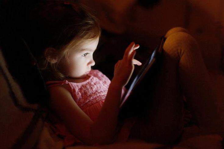 Παιδιά και οθόνη: Νέες συστάσεις από την Αμερικανική Ακαδημία Παιδιατρικής