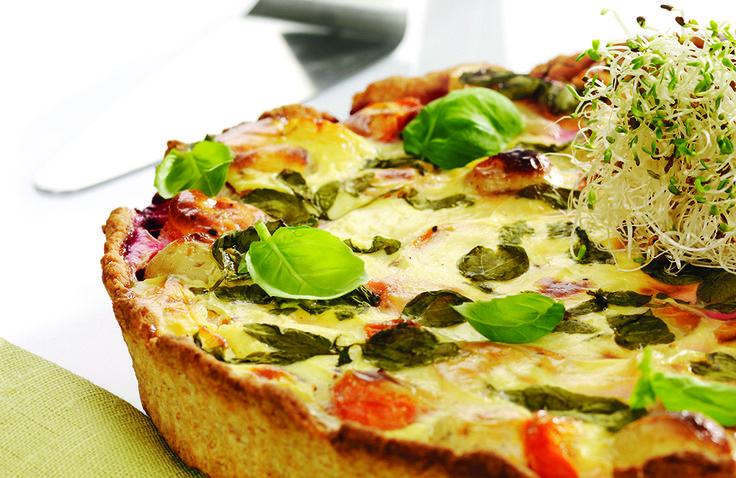 God og mettende middagspai! Paien kan varieres med ulike typer grønnsaker og evt med biter av kokt skinke eller kylling.