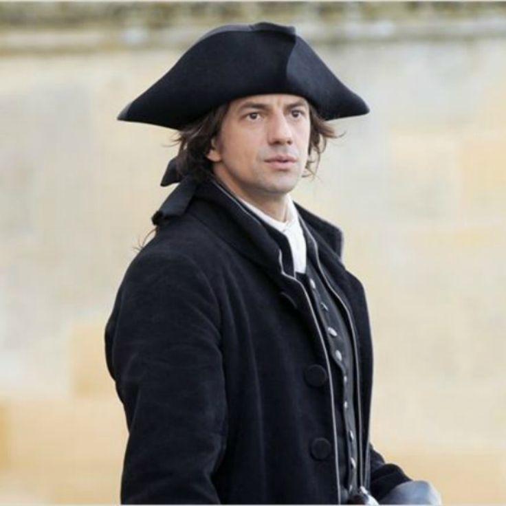 Interview Jérôme Robart - Le célèbre interprète du marquis de Ranreuil dans la série Nicolas le Floch se livre sur son personnage, en plein libertinage.