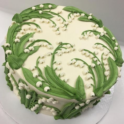 Buttercream Lilly of the Valley made with tip #79 #whiteflowercakeshoppe #buttercreamcake #buttercreamlove #clecakes #buttercreamflowers…