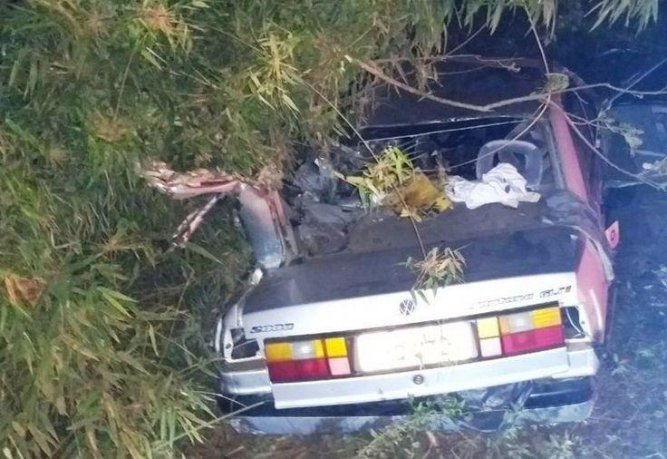 Dois homens morreram e um ficou gravemente ferido em duas colisões frontais envolvendo carro e caminhão entre a noite de sábado (23) e manhã deste domingo (24) na Serra catarinense. Um homem de