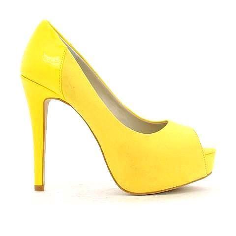 HYSTERIA heel in yellow. #mybetsonBetts #BettsRaceDayReady #BettsShoes #shoes #heels