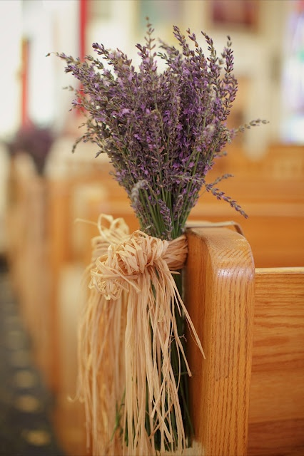 Lavender + raffia.  ...Hmm, this might be interesting for aisle decor.