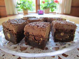 Aivan ihana brownie resepti. Kannattaa leikata pieniin paloihin, sillä on melko makeaa. Ohje on My Baking Addiction blogista .    Brownie...