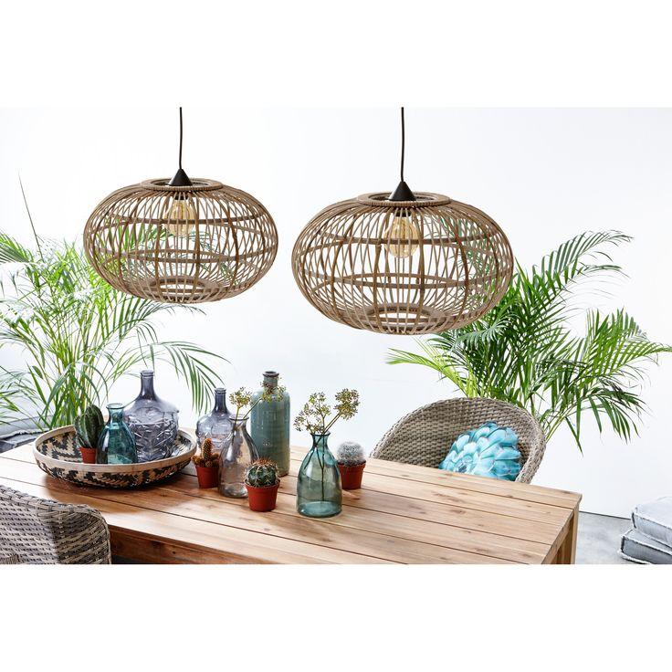 Met een mooie, natuurlijke lampenkap boven de eettafel maak je je sfeervolle hoekje af! #eetkamer #woonkamer #verlichting #hanglamp #kwantum