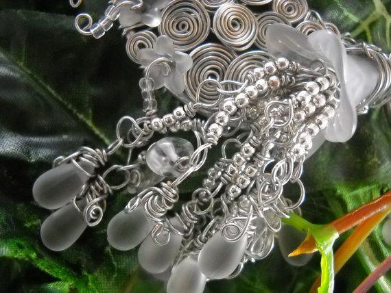 SANGLOTS DE LHIVER https://www.etsy.com/fr/listing/215631770/collier-sanglots-de-lhiver-aluminium?