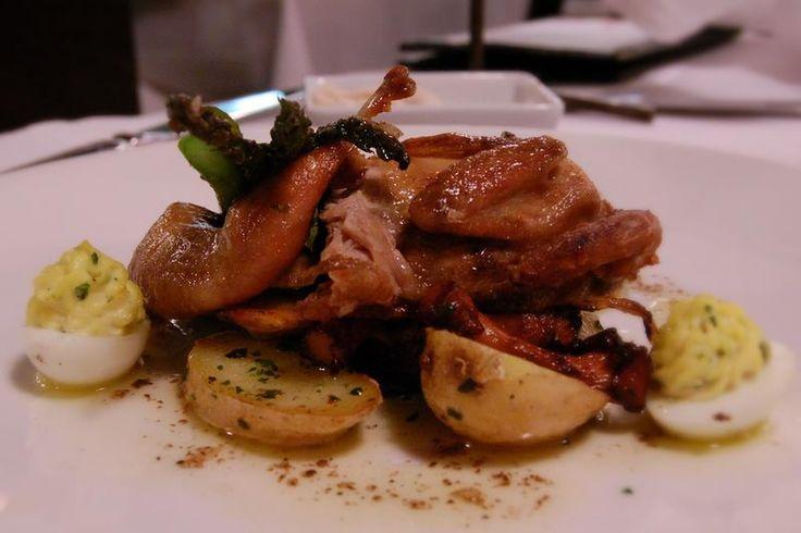 http://bommasrecepten.com/kwartel-met-ganzenlever-en-truffel/    #recepten #kwartel    Klik afbeelding om het recept te lezen.