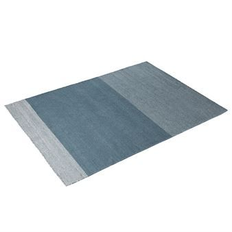 The Varjo rug by Muuto is a top of the line wool rug made of wool from New Zealand. The rug was designed by Tina Ratzer and has a classic fishbone pattern that is often seen on old wooden floors. From afar the pattern is discrete and you only see the shifting shades of the color blocks - like shadows or