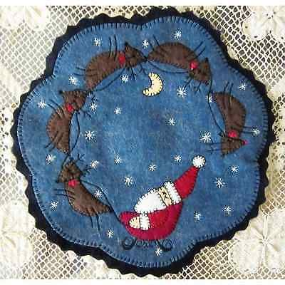 Christmas-Penny-Rug-Candle-Mat-with-Appliqued-Folk-Art-Santa-and-Reindeer-AL-074