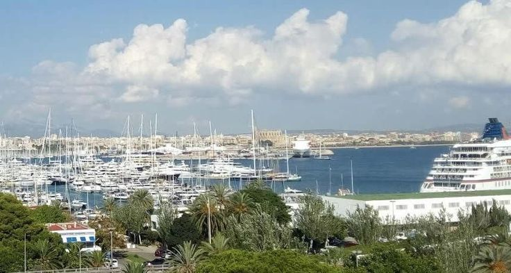 A must see, First Line Apartment, located on the main promenade of Palma – Paseo Marítimo, next to the port of Palma.   Extremely bright Two Bedroom Apartment, fully renovated, consisting of two double bedrooms, one bathroom, spacious living room with open plan kitchen, south facing balcony with spectacular views!
