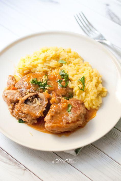 Un piatto unico meravigliosamente buono che saprà come coccolarvi! Ossobuco alla milanese con Risotto allo zafferano. Il comfort food da leccarsi i baffi!