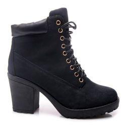 CZARNE BOTKI NA SŁUPKU Czarne botki damskie stylizowane na traperki.  Gruba, protektorowana podeszwa z domieszką gumy.  Wyposażone w klasyczny system sznurowania, dzięki któremu można dokładnie dopasować tęgość.  Podwyższona cholewka stabilizuje nogę w kostce. http://cosmopolitus.com.pl/product-pol-42947-CZARNE-BOTKI-NA-SLUPKU-JU537B-S2-120P.html #buty #damskie #workery #plaskie #koturny #jesienne #modne #botki #obcasy