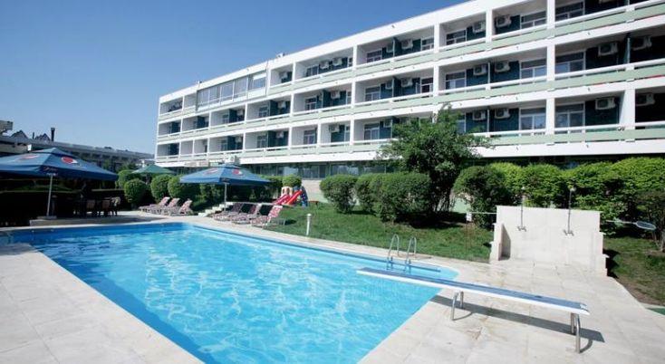 Hotel Decebal Neptun, #Hoteluri #Neptun. Cu o locatie centrala pe strada principala din statiunea Neptun si la numai 250 de metri de plaja, Hotelul Decebal ofera un bun raport pret-calitate si vedere directa la mare. Savurati bauturi proaspat preparate la barul de zi si destindeti-va pe terasa. Faceti plaja la piscina, in timp ce copiii se distreaza la locul de joaca. Beneficiati de sala de conferinte cu o capacitate de 40 de locuri, in care puteti organiza diferite tipuri de evenimente.