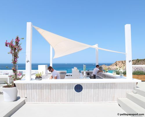 Cotton beach club ibiza by petite passport beach club for Beach bar decorating ideas