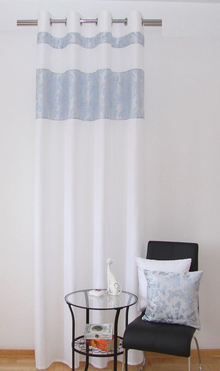 Białe modne zasłony z błękitnym wzorem