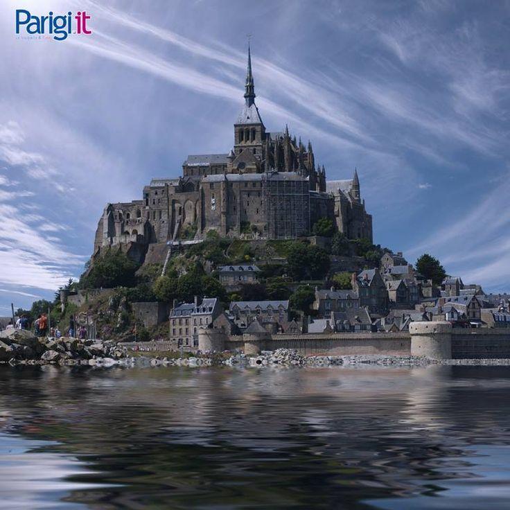 Mont Saint Michel, simbolo della Normandia e Patrimonio Mondiale dell'Unesco, raggiungibile in pullman e treno da Parigi.