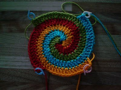 multi color spiral crochet... vi:  Mitricot: Difícil nada... not in english, but shows idea clearly.