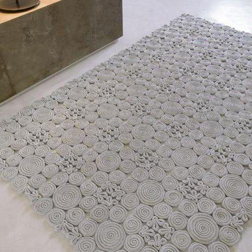 DIY rug from jute or sisal rope