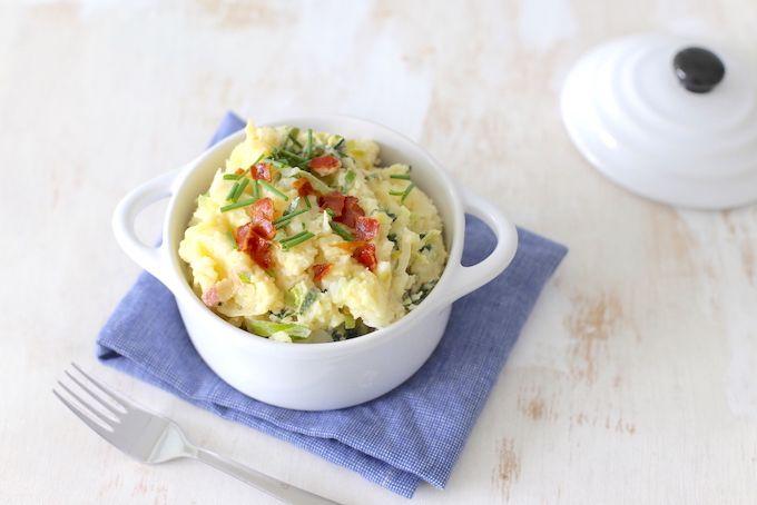 Maak eens voor de variatie een stamppot met knolselderij en aardappel. Heel erg lekker en weer eens wat anders. Voeg vooral naar smaak nog wat extra kruiden toe om de stamppot wat meer smaak te geven zoals een theelepel tijm. Recept voor 2 personen Tijd: 25-30 min. Benodigdheden: 250 gr knolselderij 250 gr aardappels 1...Lees Meer »