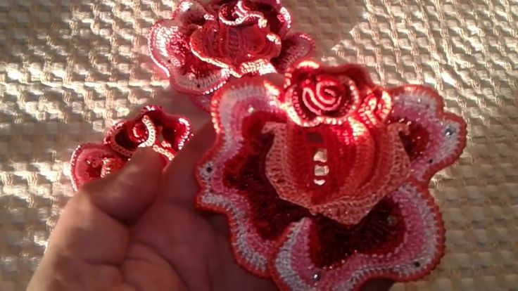 Розы и бутоны роз крючком мк