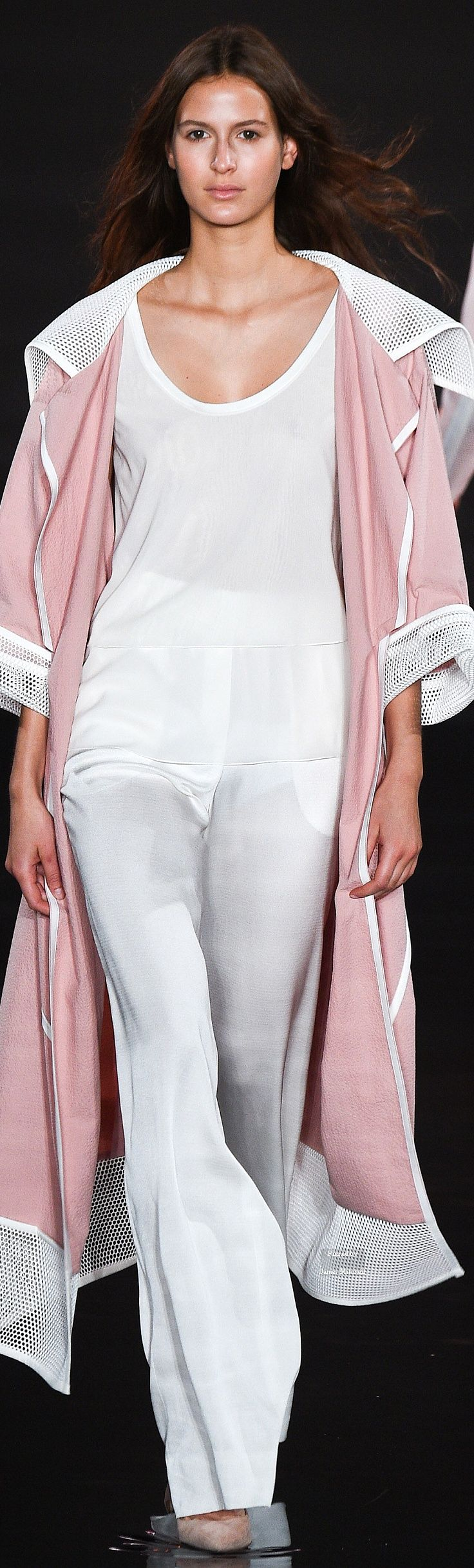 Valentin Yudashkin Collection Spring 2016 Ready-to-Wear