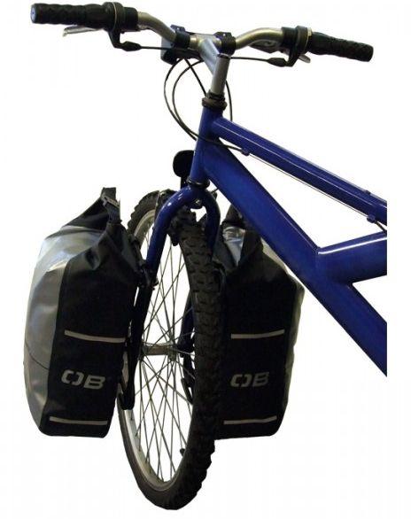 Geanta cu sistem de ataşare pentru roţile din faţă ale bicicletei.Această geantă de 12 litri protejază conţinutul de apă, praf şi noroi.