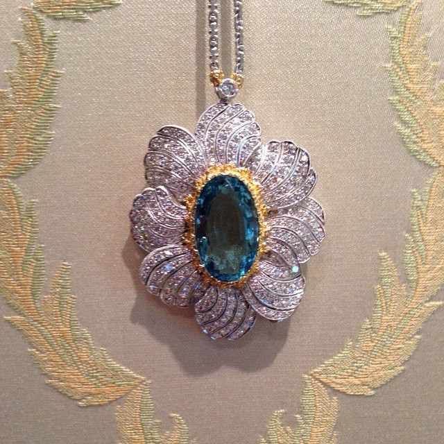 18K White and Yellow Gold Brooch Pendant with Aquamarine and Diamonds