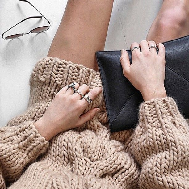 Cheers to evenings spent in chunky knits and @officialpandora's beautiful stack rings #stylish #jewellery #outfit