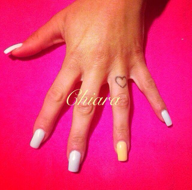 Ricostruzione unghie in acrilico color Giallo pastello e Celeste pastello  #nail #nailart