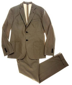 """Actualidad """"fashionista"""": trajes y blazers color kaki, combinados con jeans y/o camisas de cuadros pequeños, en azul marino, verde o negro"""