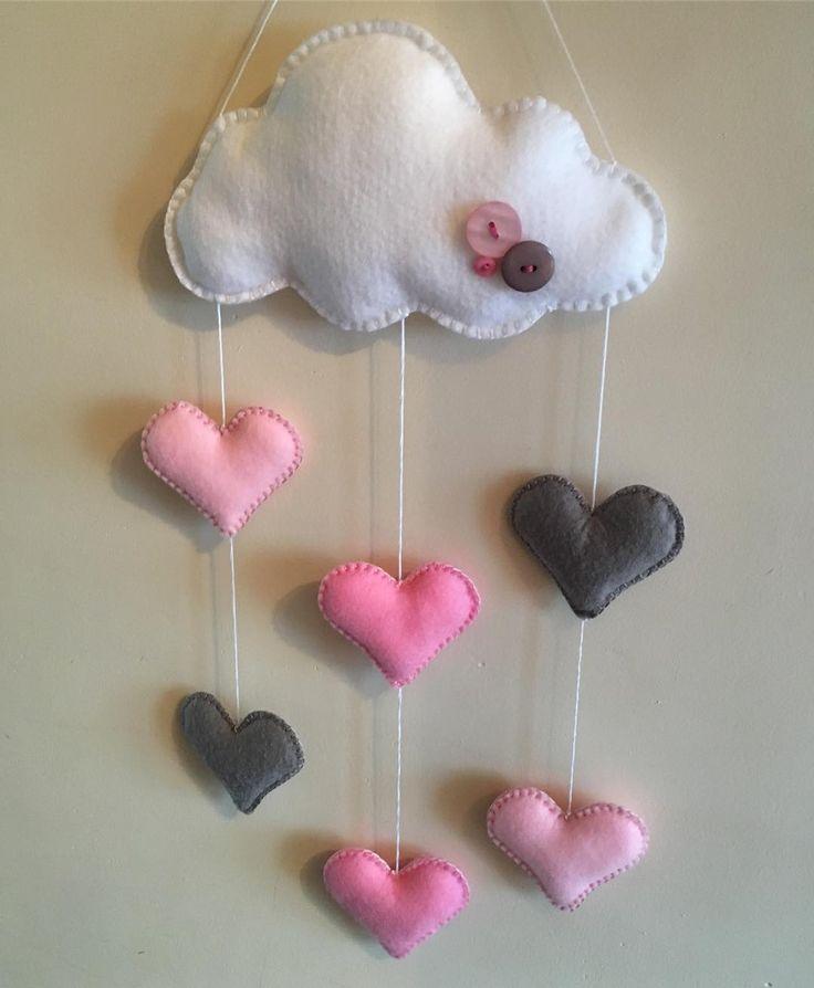 Chmurka #instabeauty #guziki #instacraft #niezchinzpasji #robotkireczne #nasprzedaz #sprzedam #filc #szycie #ozdoba #design #prezent #mikołajki #chmury #clouds #serce #heart #zawieszka #różowy #forsale #dladziewczynki #gwiazdka #mobil
