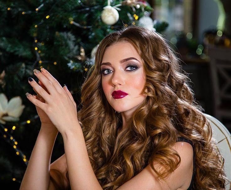 Давно я не снимала девушек)  На фото невероятная @alin_max  Макияж укладка от @alice.beauty.style  #seiryk #elenaseiryk #семейныйфотограф  #Украина #Измаил #Одесса #Izmail #Ukraine #Odessa #personalphotographer #photosession #photoshoot #portrait #beautifulmodel #prettywoman #prettygirl #young #pretty #beautiful #wonderful #christmas #christmastree #makeup #hairstyle #curls #beauty #портрет #рождество #ilovemyjob #lovelyjob