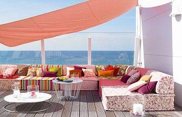 vivaci e allegri tessuti d'arredo per divani e poltrone da esterno