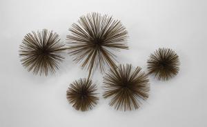 American Post War Design 1960s70s Metal Wall Sculpture Of Multiple Wire Balls att CURTIS JERE