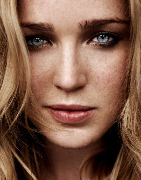 Arrow Season 2 - Caity Lotz as Black Canary